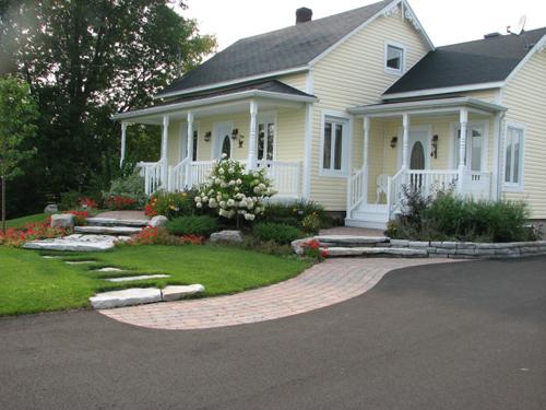 R alisations de quelques terrassements avant et apr s for Amenagement avant maison